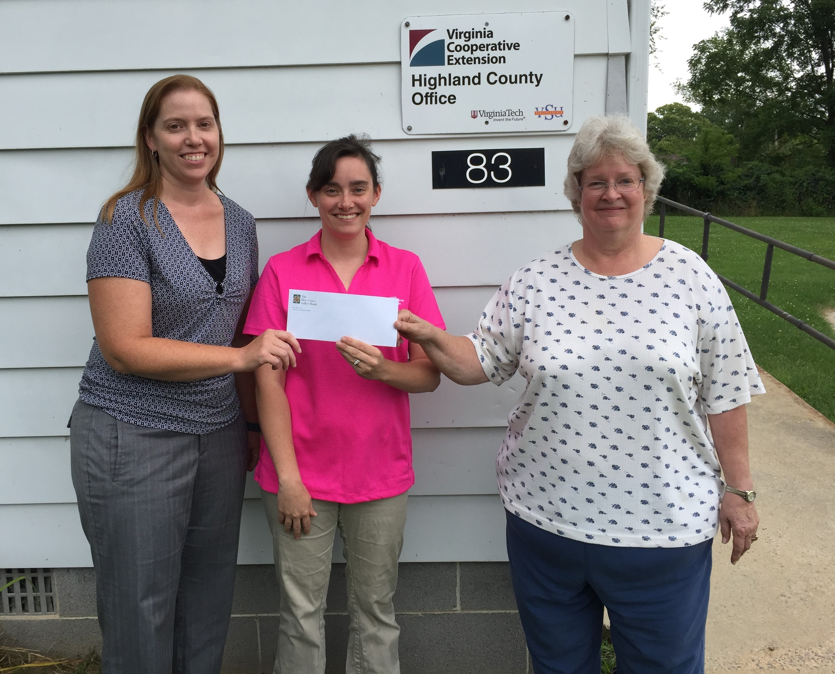 Bank Employees donate to 4-H